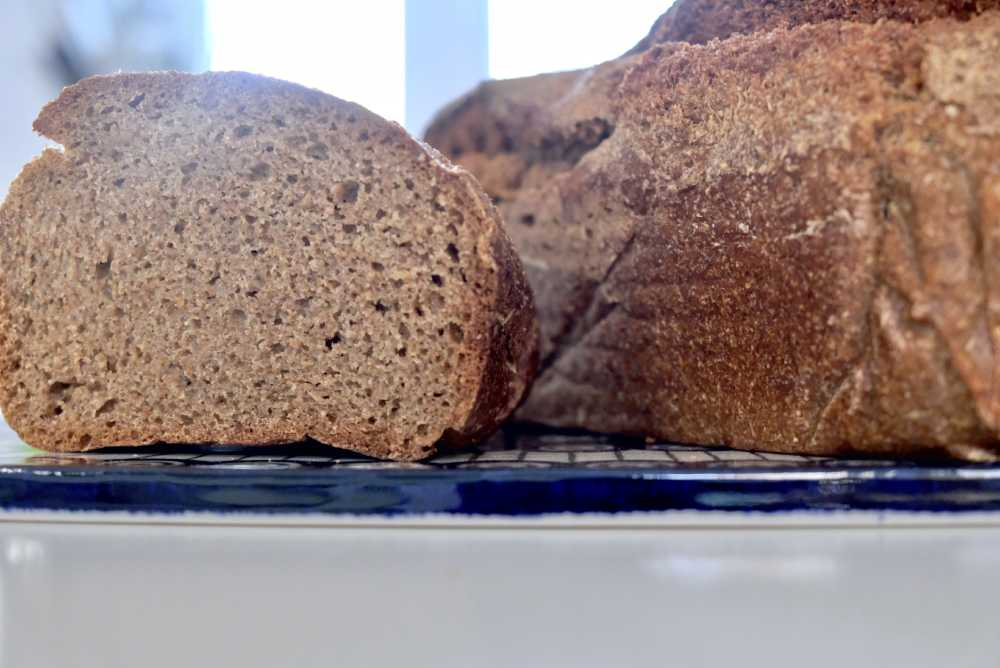 Chleb razowy nadrożdżach